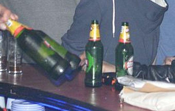 Konzumiranje alkohola na javnom mjestu je prekršaj, to sada zna i vesela ekipa s kolodvora