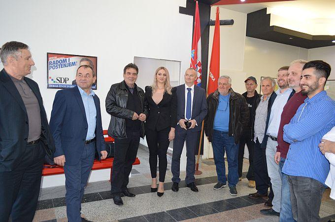 Na predblagdanskom druženju Marina Opačak- Bilić pozvala žitelje županije da svoj glas daju Zoranu Milanoviću