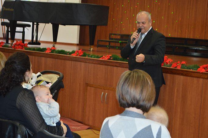 389 brodskih beba roditeljima donijelo božićnicu, danas okupljeni na jednom mjestu