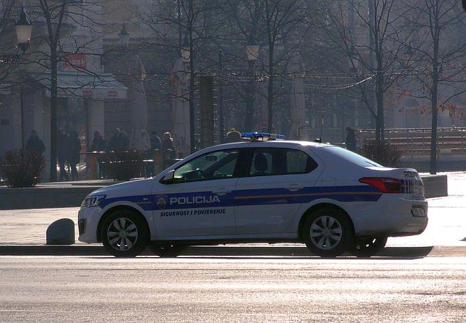 U centru grada policija pregledom automobila pronašla marihuanu, dečki će dobit prekršajnu prijavu
