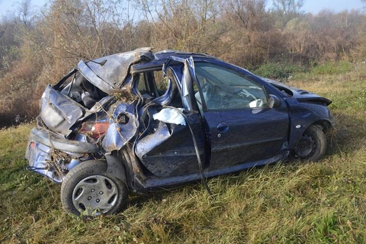 Mlada vozačica je u višestrukom prevrtanju automobila dobro prošla