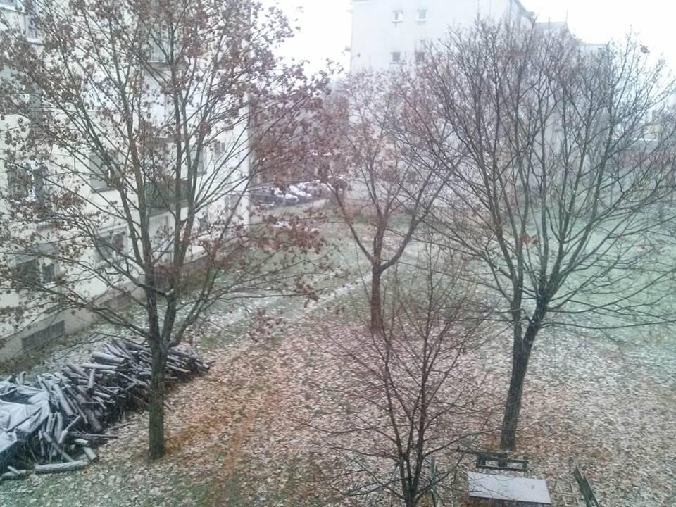 Umjereno i pretežno oblačno, povremeno sa snijegom i susnježicom