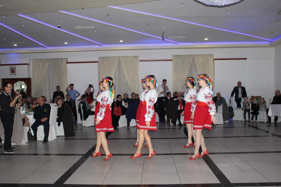 Uvijek veseli, rasplesani i raspjevani Ukrajnici na tradicionalnom Balu u Slavonskom Brodu