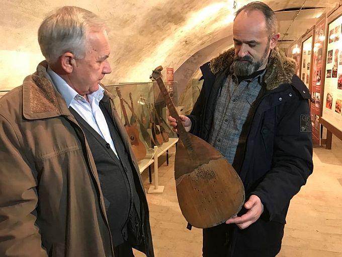 Farkaš brač obitelji Lazić svoju stoljetnu tradiciju nastavlja u Muzeju tambure