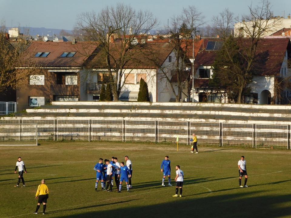 Hrvatski nogometni savez donio je odluku o prekidu svih nogometnih natjecanja do 31. ožujka 2020. godine.