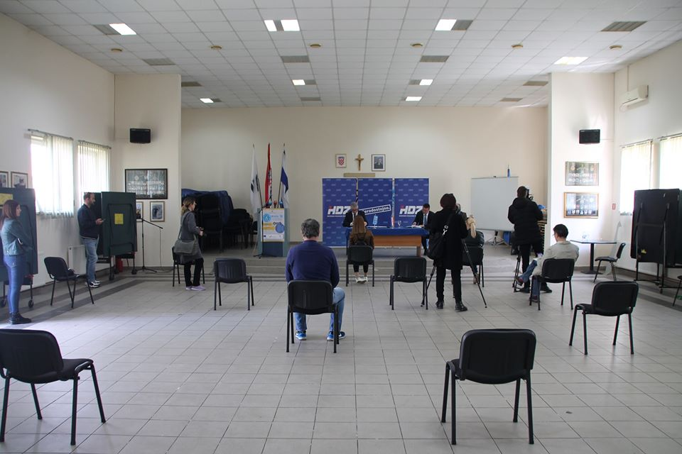 """""""Aktualnosti u svezi društveno-političkih i gospodarskih aktivnosti uzrokovanih pandemijom koronavirusa"""", bila je teme konferencije za medije županijskog HDZ-a"""