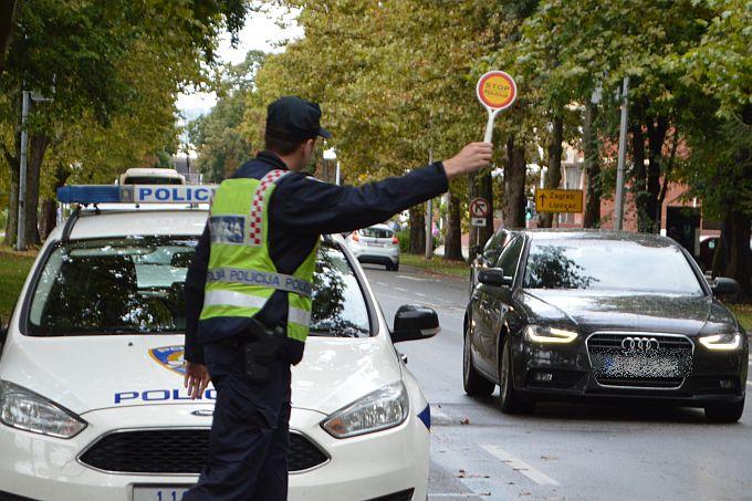 """Policijski službenici """"uhvatili"""" 46-godišnjaka s krivotvorenom e-propusnicom"""