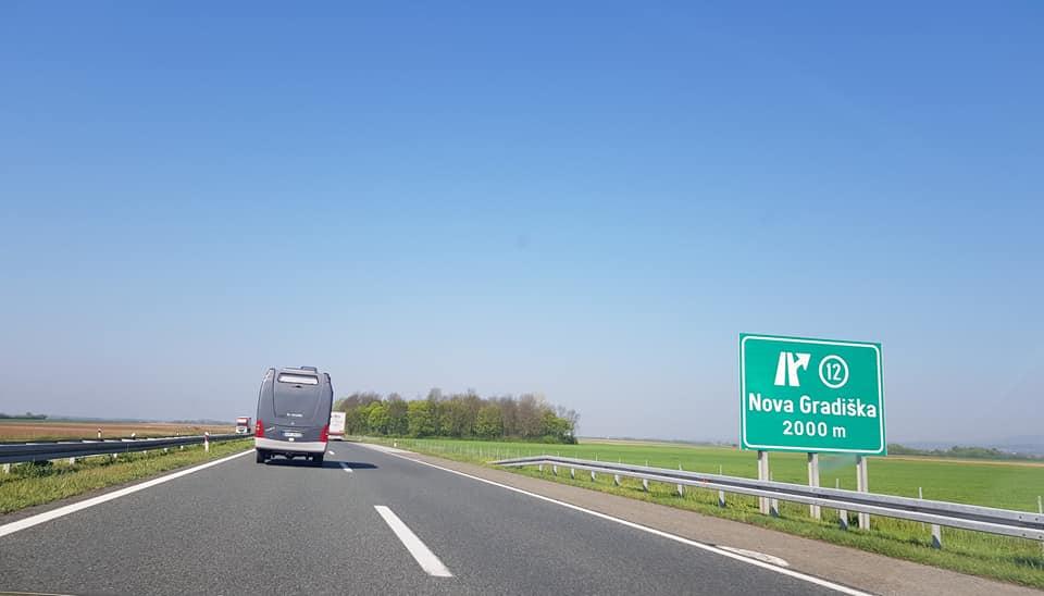 Predmet na kolniku nalazi se na autocesti A3  između čvora Sredanci i čvora Slavonski Brod istok u smjeru Bregane
