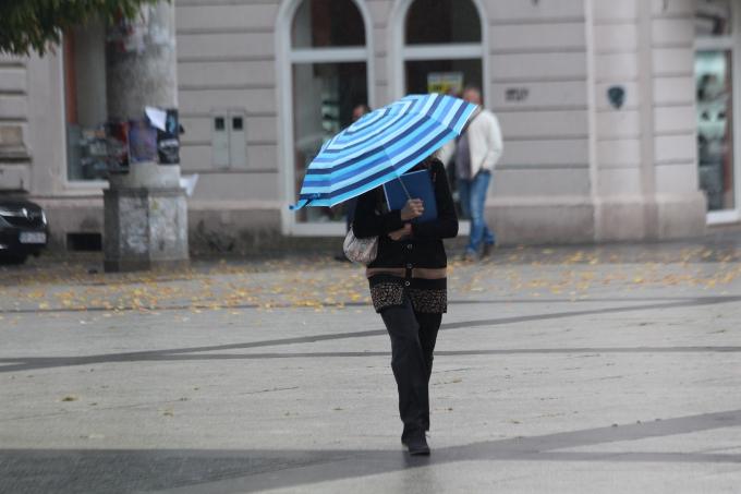 Danas pretežno oblačno uz kišu i mogućnost grmljavine