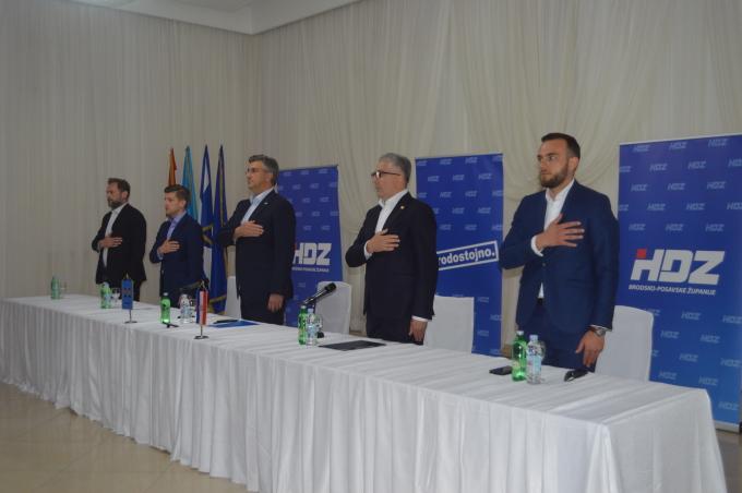 Premijer Andrej Plenković danas je u Slavonskom Brodu prisustvovao sjednici Predsjedništva ŽO HDZ-a Brodsko-posavske županije