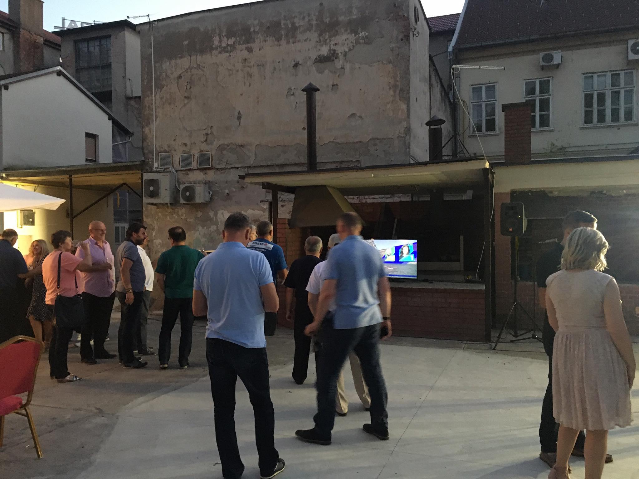 U HDZ-ovom stožeru vlada oduševljenje, u Sabor odlaze Ćosić, Maksimčuk i Zmaić koji zahvaljuju građanima na povjerenju