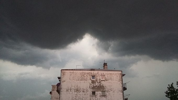 Danas osjetno svježije: Prijepodne većinom oblačno s kišom, poslijepodne prestanak oborina i djelomično razvedravanje