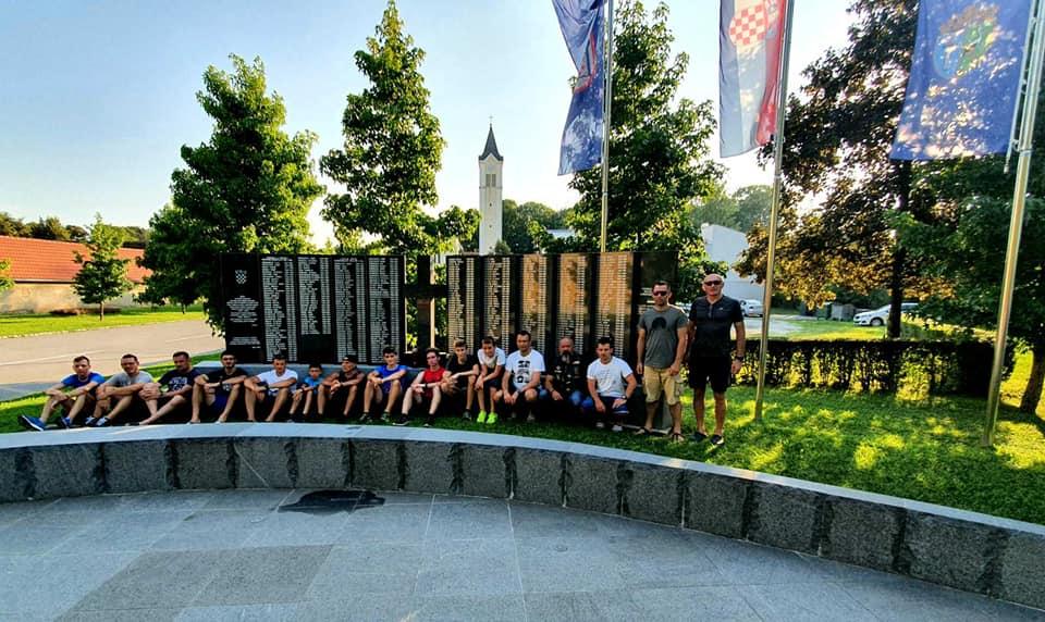 Devet ultramaratonaca etapno će istrčati oko 500 kilometara, večeras ih očekujemo u Slavonskom Brodu