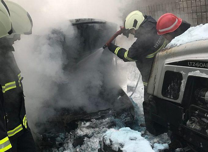 Zapalila se dva automobila i traktor, u Gundincima, Velikoj Kopanici i Slavonskom Brodu, šteta je velika