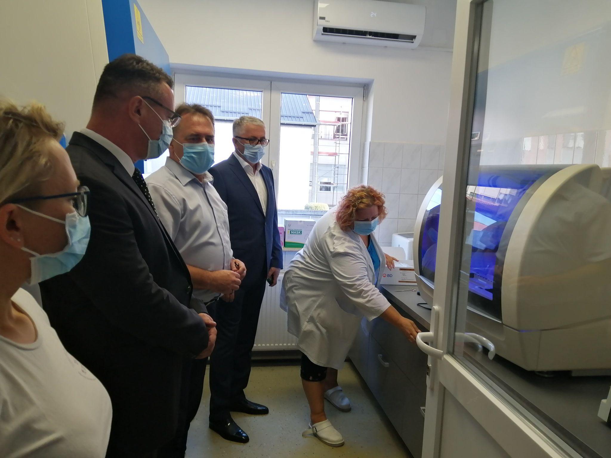 Danas je pušten u rad novi PCR uređaj za brzu analizu briseva osoba testiranih na koronavirus