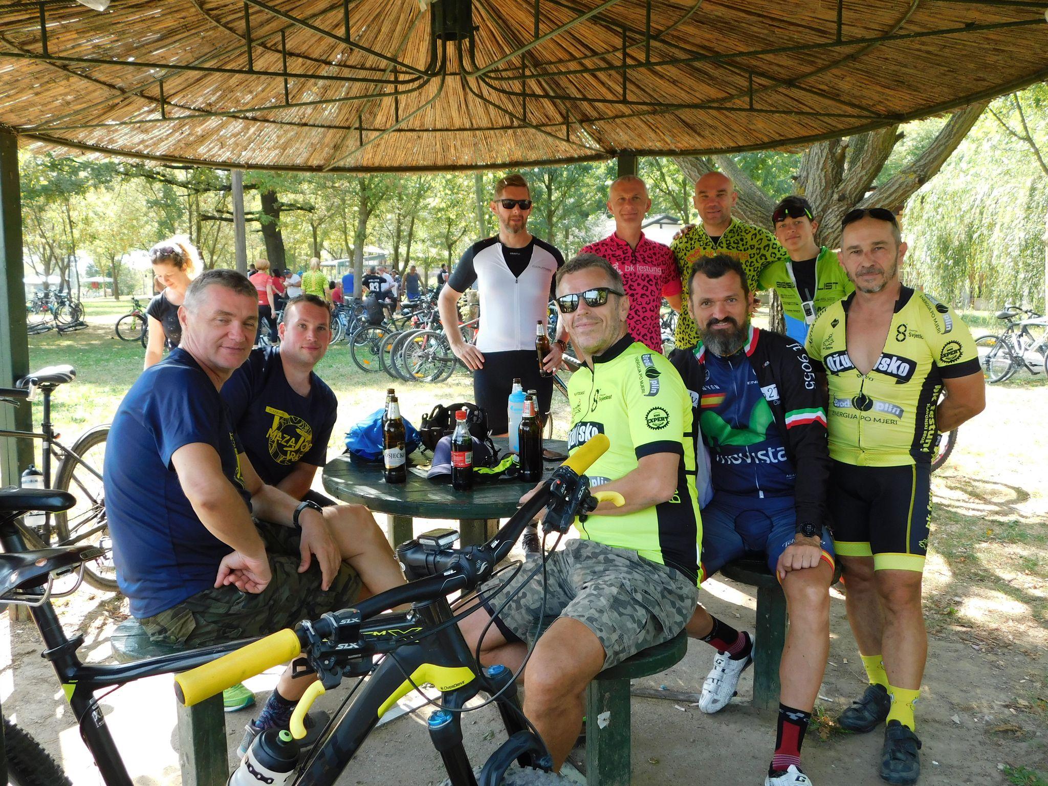 """U organizaciji """"Udruge slavonsko-brodski biciklist"""" održana biciklijada """"Ko prvi magarac"""", sudjelovalo 170 biciklista"""