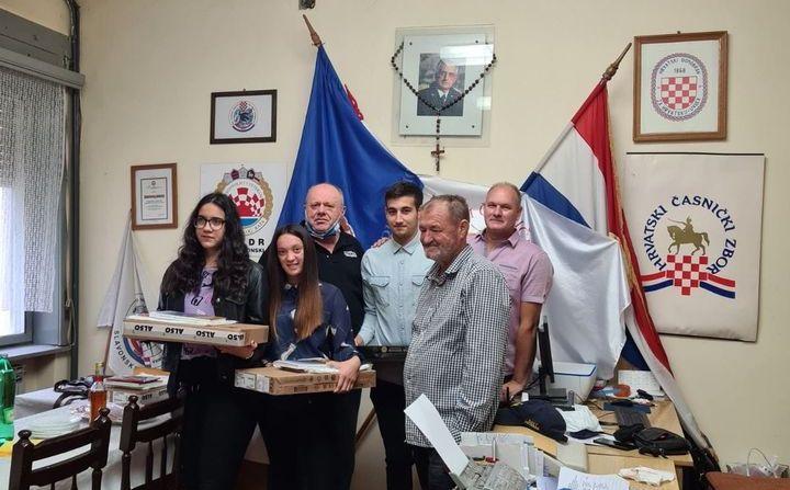 Uručena prijenosna računala djeci hrvatskih branitelja i članovima UDVDR Brodsko-posavske županije