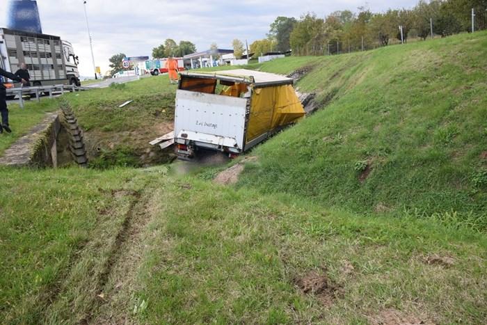 U prometnoj nesreći na autocesti A3 dvije osobe teško ozlijeđene