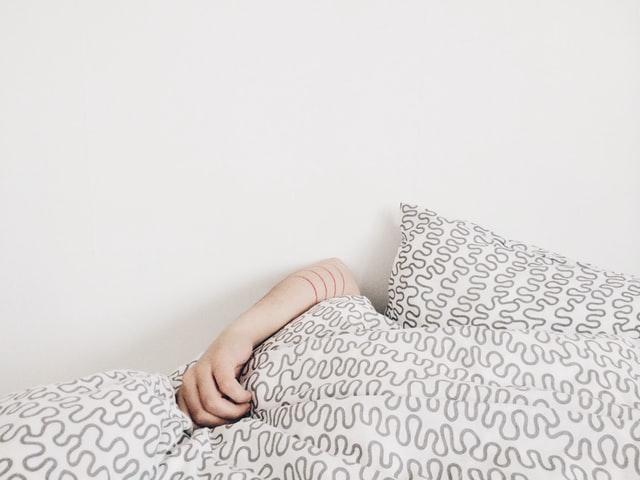 Spavate na trbuhu, leđima ili boku: Koji je položaj najzdraviji?