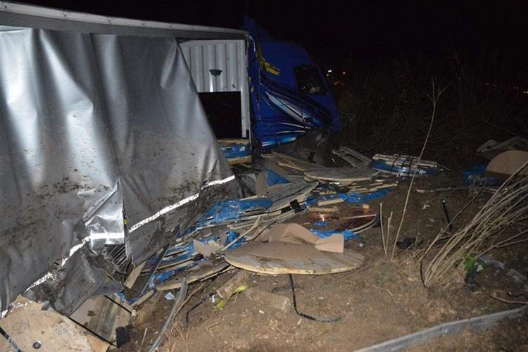 Vozač teretnog automobila teško ozlijeđen u prometnoj nesreći