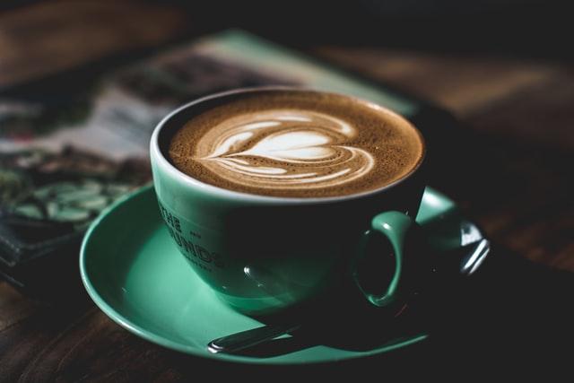 Pijete kavu uz cigarete na prazan želudac? Evo što to znači za vas