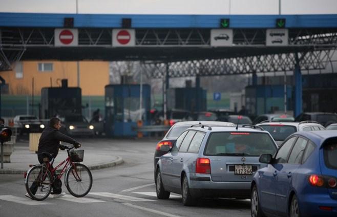 Velike gužve i kolone na graničnim prijelazima, čeka se više sati