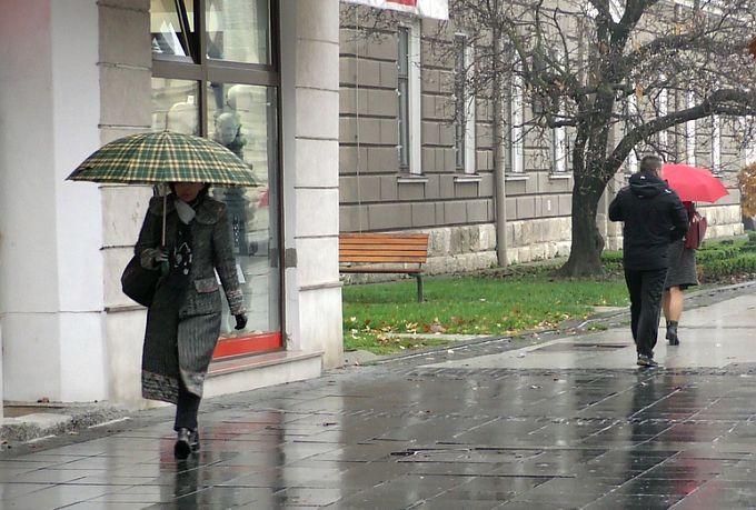 Danas većinom oblačno s kišom, mjestimice i obilnijom