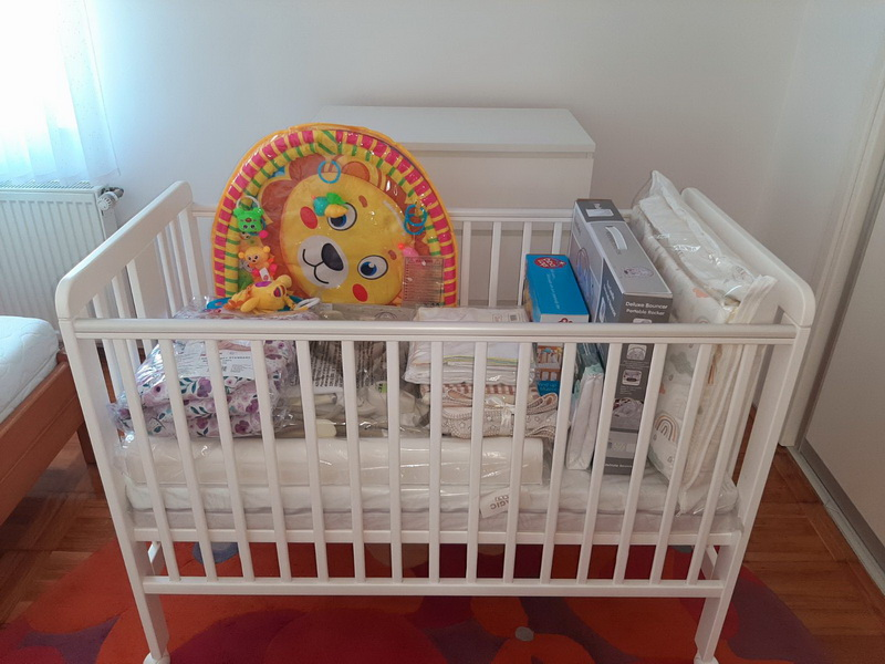 Pet obitelji dobilo opremu za novorođeno dijete
