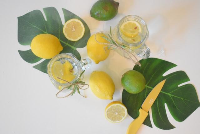 Četiri sjajna razloga zbog kojih bi trebali piti vodu s limunom svakog jutra