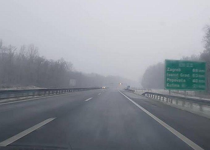 Vozači, oprez: Kolnici su mokri, magla smanjuje vidljivost