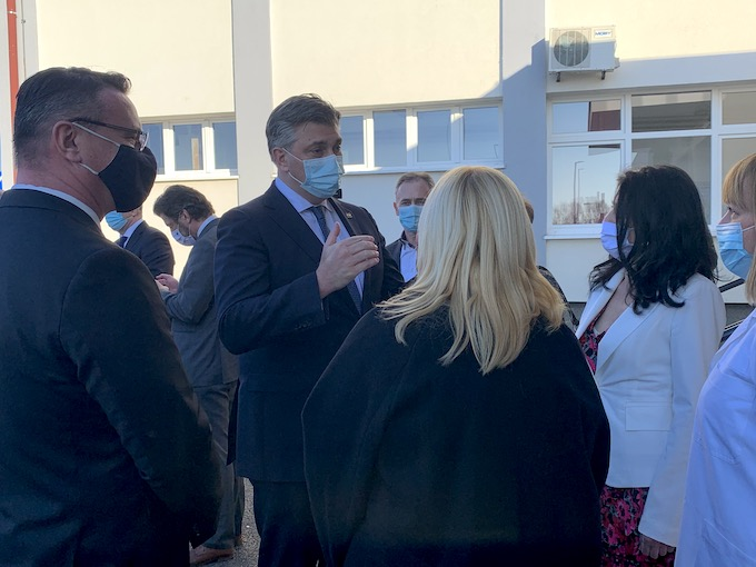 Premijer Andrej Plenković u Slavonskom Brodu obišao novoizgrađenu zgradu Pedijatrije