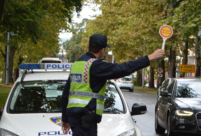 Policajci u Novoj Gradiški isključili iz prometa vozača s 2,35 promila alkohola u organizmu