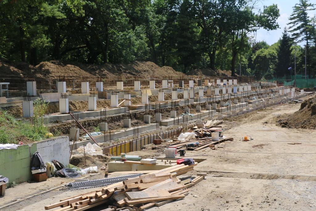 Trenutno se na Klasijama odvijaju armirano-betonski radovi na tribini, radovi na kanalizaciji i rasvjeti