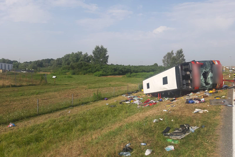 Na autocesti kod Slavonskog Broda jučer se dogodila jedna od najstrašnijih prometnih nesreća u hrvatskoj povijesti