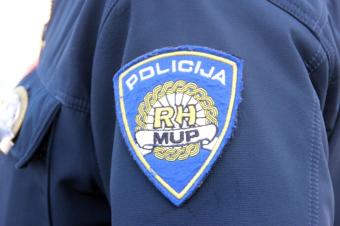 Policajci uhvatili kradljivca prigušnica