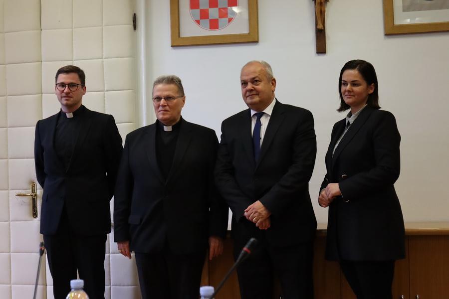 Potpisan ugovor o pravu građenja katoličke osnovne škole u Slavonskom Brodu