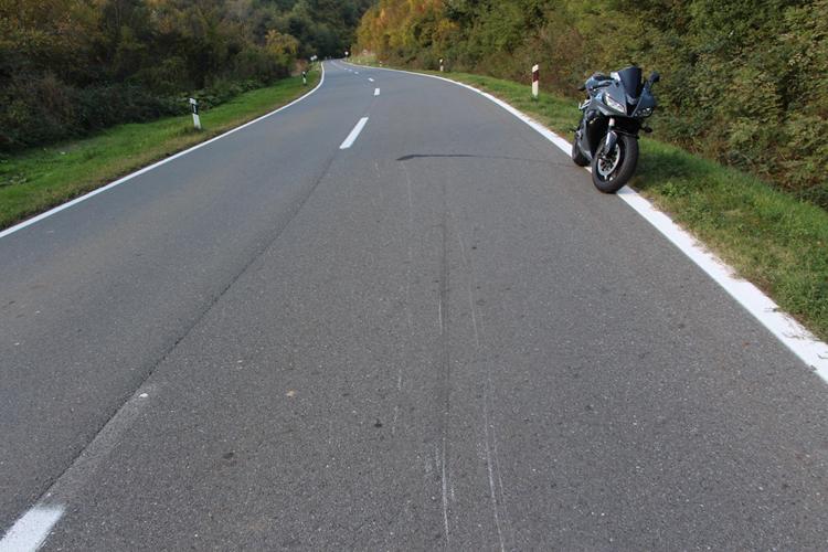 U prometnoj nesreći motociklist i suvozačica zadobili teške tjelesne ozljede