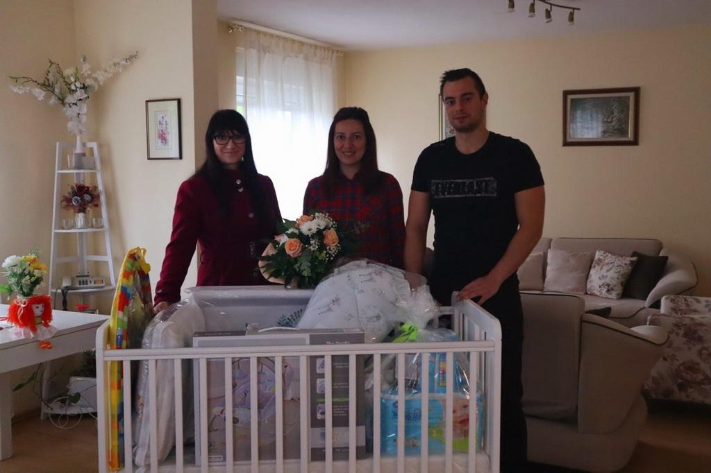 Oprema u vrijednosti od 5.000 kuna dostavljena u pet brodskih obitelji