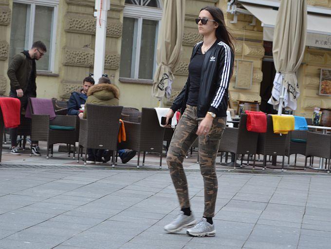 Mladenački i jednostavno, military hlače uvijek su in