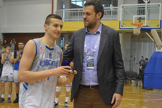 Jedan od najtalentiranijih hrvatskih mladih igrača, Brođanin, Sandro Rašić potpisao je ugovor za KK Cibonu