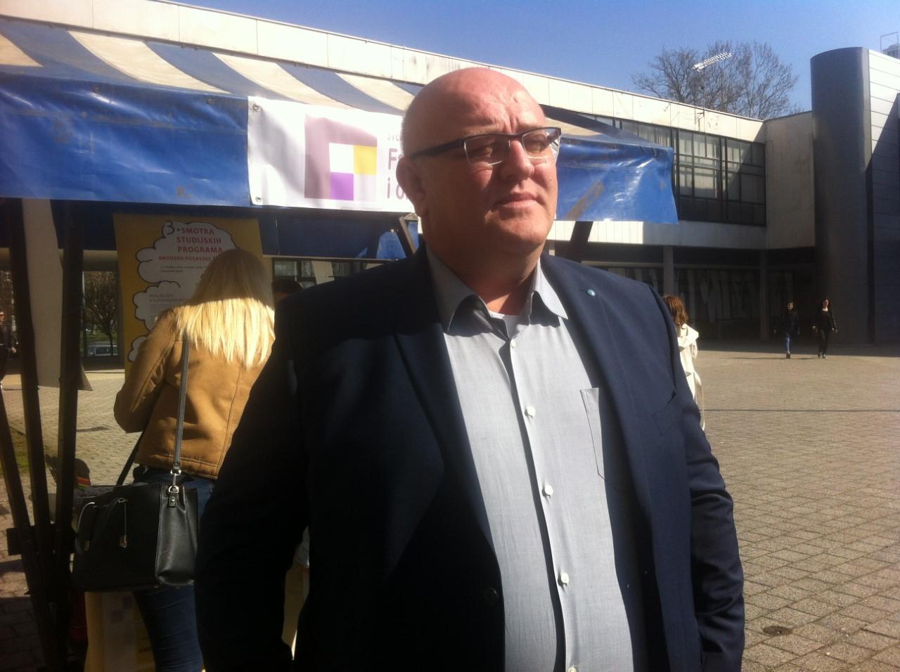 Učiteljica s lažnom diplomom radila je u Lužanima posljednje dvije godine, dekan Matanović kaže da je dva puta pokušala upisati Učiteljski fakultet ali nije uspjela