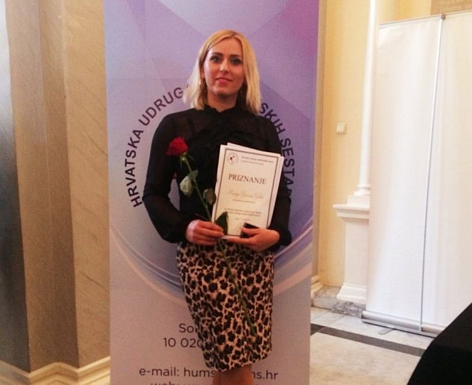 Na svečanoj proslavi u Zagrebu Marija Gavran Galić dobila je javno priznanje za stručni doprinos i promociju ugleda Hrvatske udruge medicinskih sestara