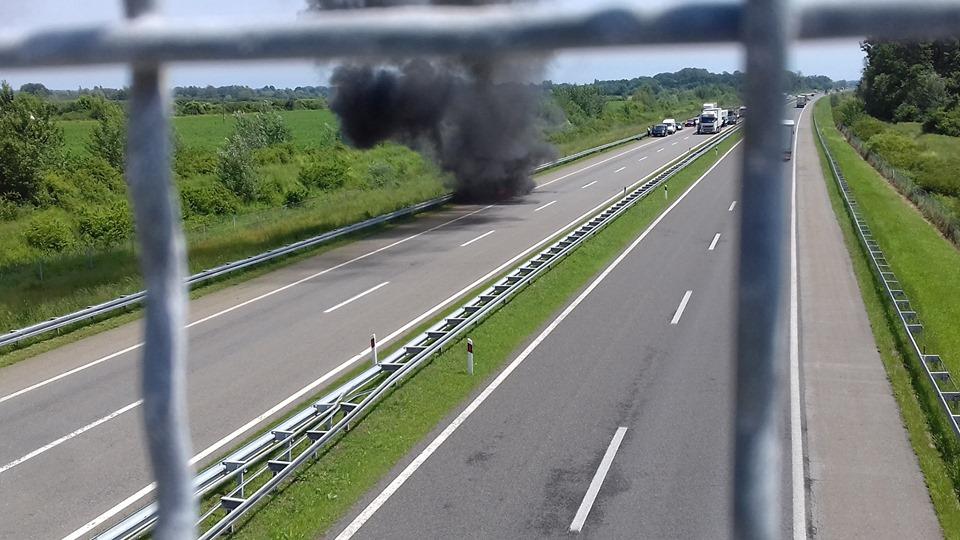 U požaru je u cijelosti izgorio  BMW