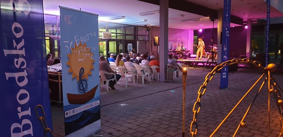 """Ljetne večeri uz glazbu, pred brodskom publikom premijerno predstavljen album """"Libertin"""""""