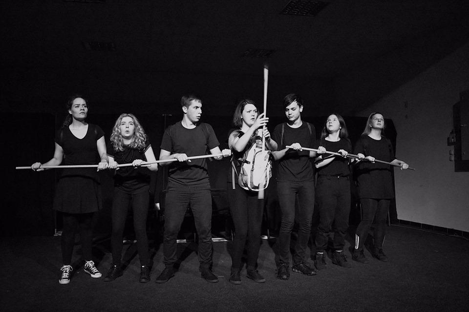 Brodska glumačka mlada ekipa predstavila se predstavom neverbalnog teatra