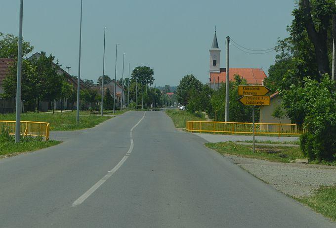 Početka školske godine stanovnici Trnjana će se sjećati po teškoj prometnoj nesreći u kojoj je stradala devetogodišnja djevojčica, za semafor, kojeg svi očekuju, načelnik općine Garčin treba kandidirati projekt MUP-u