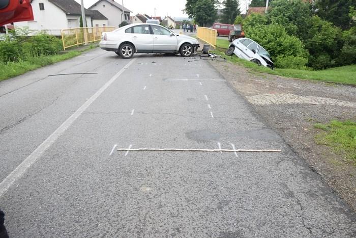 U prometnoj nesreći ozlijeđeni vozači automobila, jedan od njih upravljao je tehnički neispravnim vozilom