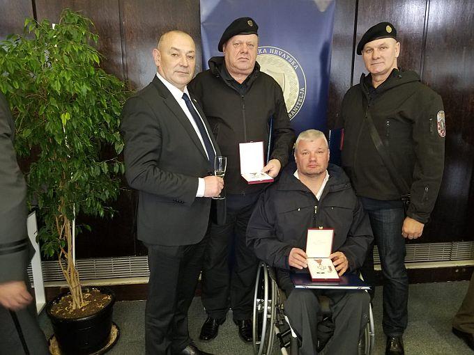 "Ministar Medved odlikovao Brođane, pripadnike 3. gardijske brigade ""Kune"""