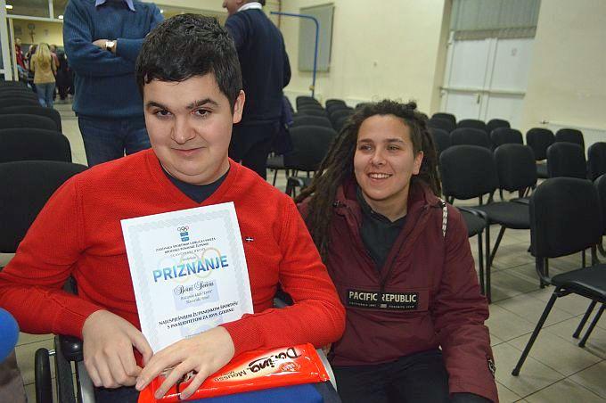 Borna Sečić najuspješniji je sportaš s invaliditetom grada i županije, Erna, njegova asistetnica kaže: On je mozak, a ja sam ruke i noge njegove igre