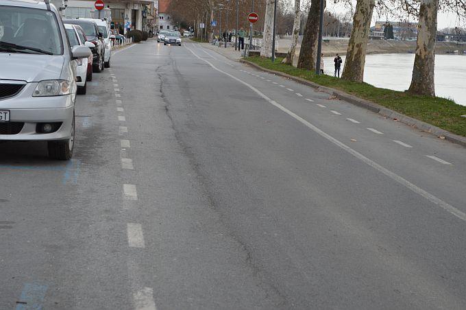 Kolnici su mjestimice vlažni i skliski u dijelu Slavonije i središnje Hrvatske